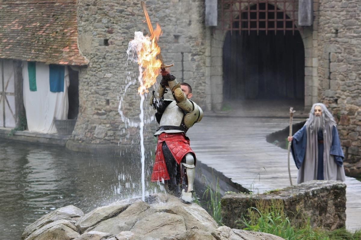 Parc puy du fou spectacles historiques comme attractions - Histoire des chevaliers de la table ronde ...